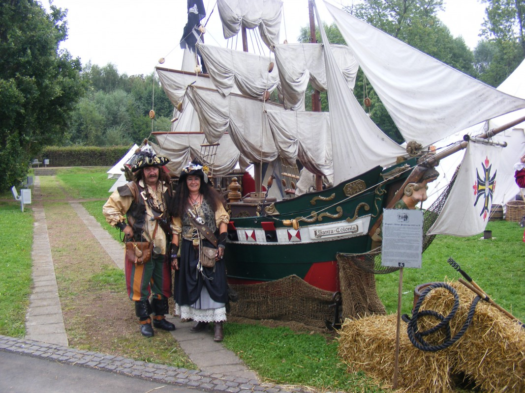 2014_09_11 Piratenpack mit Schiff