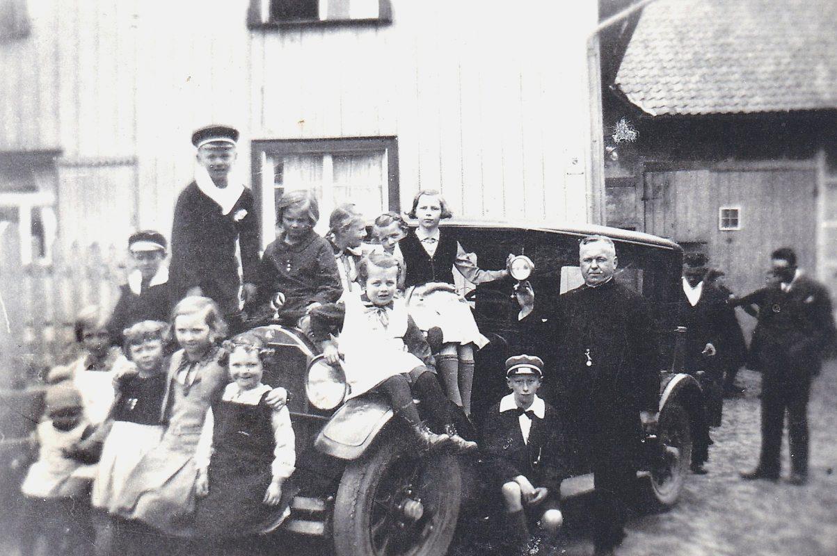 2016_05_10 500 Jahre Pastor Paul Lauscher Mercedes und Kinder